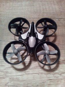 Odolný mini dron JJRC H36 z Aliexpress 1