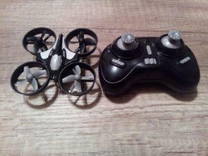 Odolný mini dron JJRC H36 z Aliexpress 2