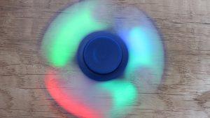 Fidget-spinner-blikající-středy-3-mody-klasický-2-Aliexpress-300×169
