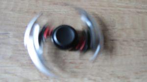 Fidget-spinner-s-nožema-z-online-her-hry-Mortal-Kombat-3-Aliexpress-300×169